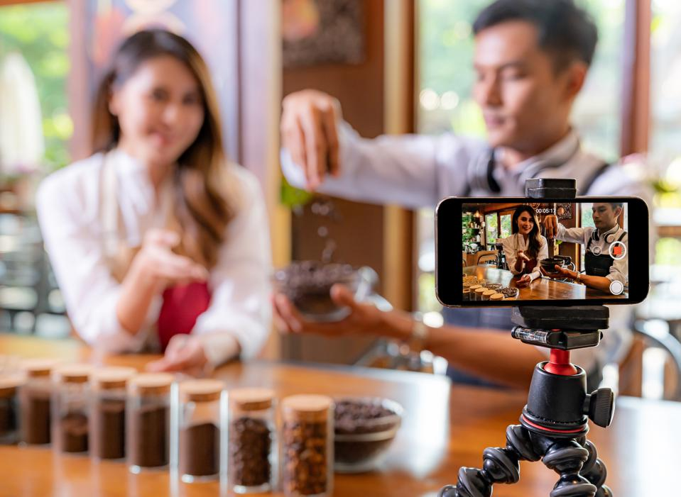 Live Streaming Ecommerce – The Fastest Growing Video Marketing Trend